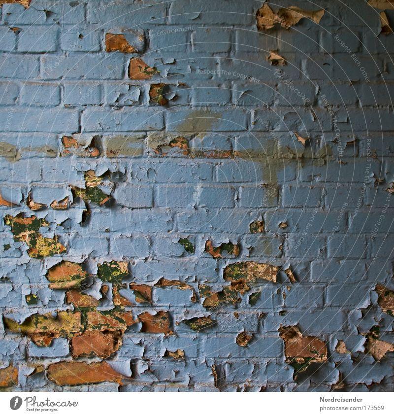 Öl auf Stein blau Haus dunkel Wand Gefühle Architektur Stein Traurigkeit Mauer elegant kaputt Häusliches Leben Kultur Vergänglichkeit Ende