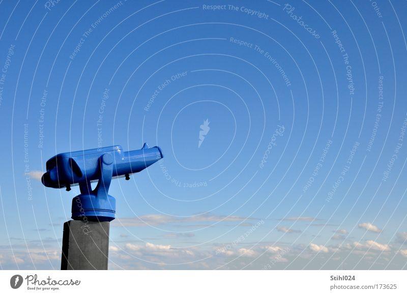 Fernweh Farbfoto Außenaufnahme Menschenleer Textfreiraum rechts Textfreiraum oben Hintergrund neutral Starke Tiefenschärfe Totale Blick nach oben