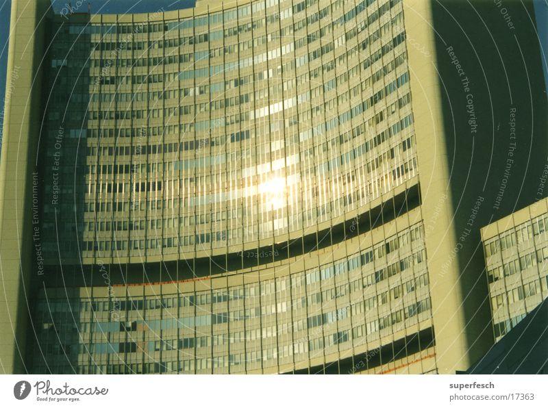 unocity Fenster Gebäude Architektur glänzend Beton gekrümmt
