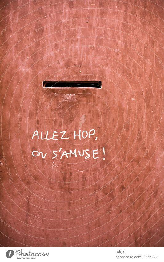 Peepshow Lifestyle Freude Freizeit & Hobby Mauer Wand Fassade Briefkasten Beton Schriftzeichen Graffiti braun orange Gefühle Stimmung Fröhlichkeit Zufriedenheit