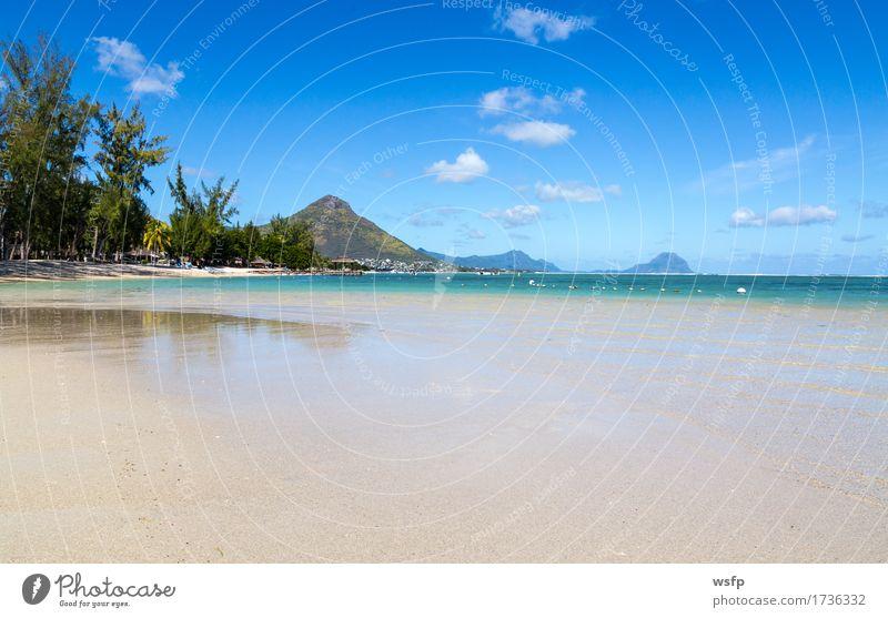 Strand von Flic en flac mit blick auf Tourelle du Tamarin Ferien & Urlaub & Reisen Tourismus Sommer Meer Insel Berge u. Gebirge Wasser Wolken Bucht türkis