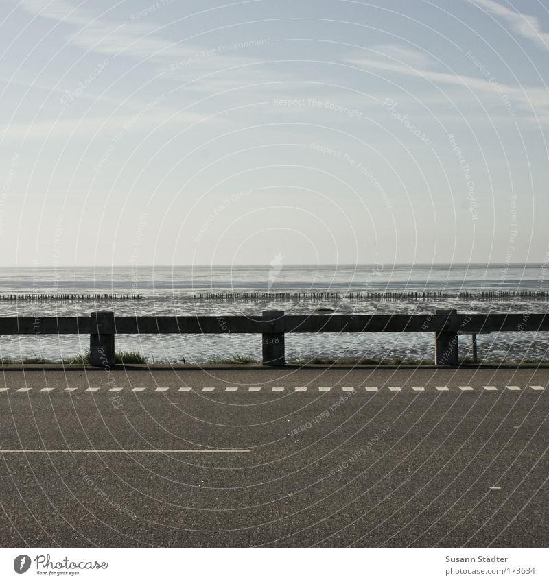 Straße, Leitplanke und viel Meer Himmel Sonne Sommer Strand Ferne Sand Küste Freizeit & Hobby Ausflug Insel Tourismus Nordsee genießen Schönes Wetter Wattenmeer