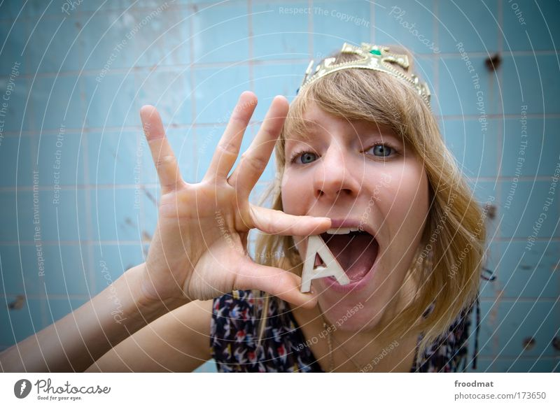 A Frau Mensch Hand Jugendliche Freude feminin träumen Mund Erwachsene Fröhlichkeit Kommunizieren Schriftzeichen einzigartig Lebensfreude schreien