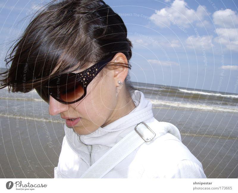 Derber Seegang Jugendliche schön Ferien & Urlaub & Reisen Sommer Meer Strand Gesicht Erwachsene feminin sprechen Gefühle Haare & Frisuren Stil Wellen Design