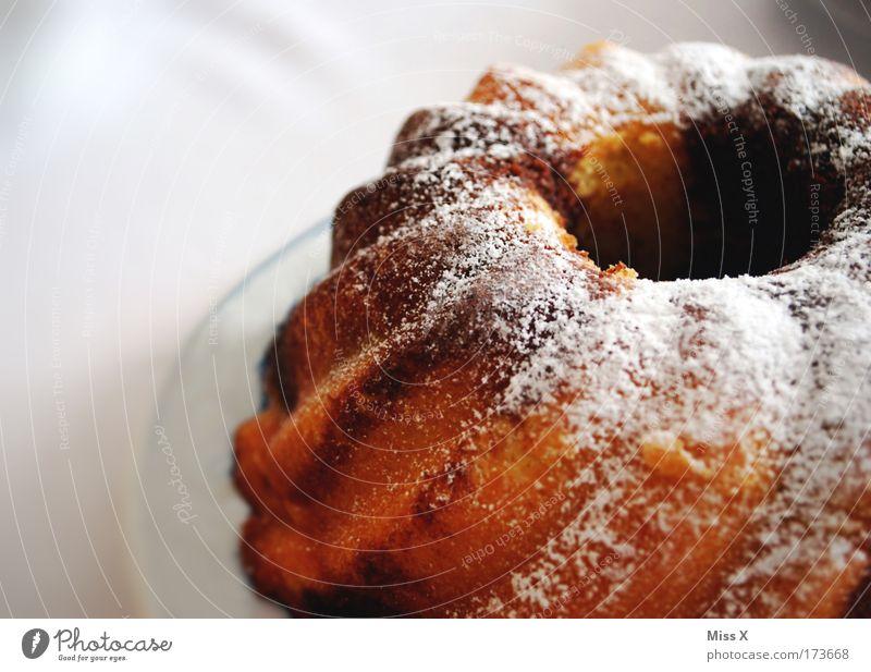 Bald wird er angeschnitten Ernährung Glück Lebensmittel Feste & Feiern Zufriedenheit Geburtstag süß Jubiläum Kuchen lecker Teller Appetit & Hunger Duft genießen