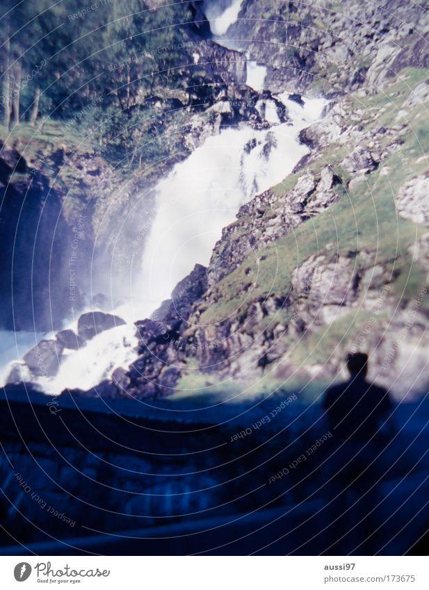 Positive Liquid Farbfoto Außenaufnahme Unschärfe Klettern Bergsteigen Mann Erwachsene 1 Mensch Wasserfall wandern Wassermassen Besichtigung Aussicht
