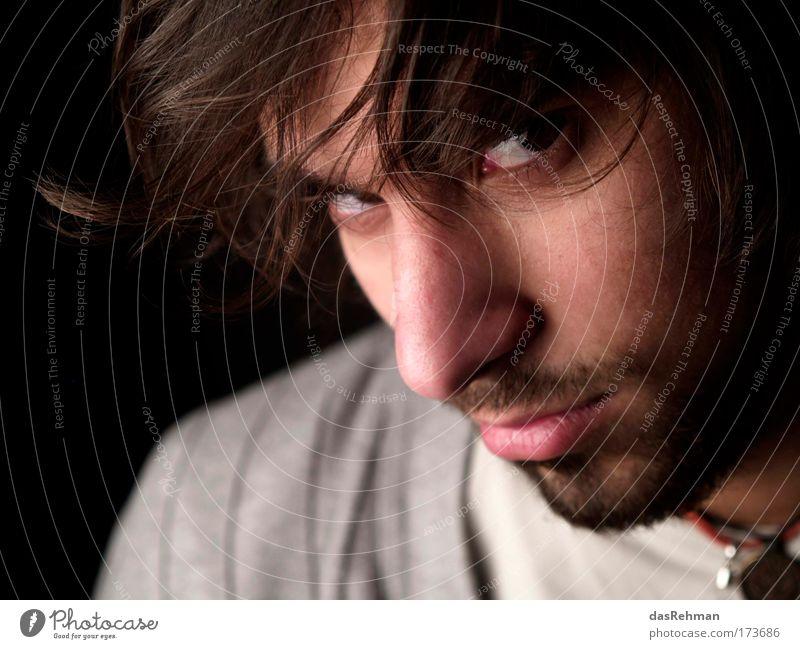 Dirtylook Farbfoto Gedeckte Farben Studioaufnahme Experiment Kontrast Profil Blick in die Kamera Mensch maskulin Junger Mann Jugendliche Gesicht Auge Nase 1