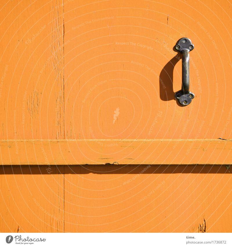was zum Klappe halten Handwerk Tür Griff Holz Metall eckig einfach hell klein Originalität Stadt orange Ausdauer standhaft Ordnungsliebe ästhetisch Design Macht