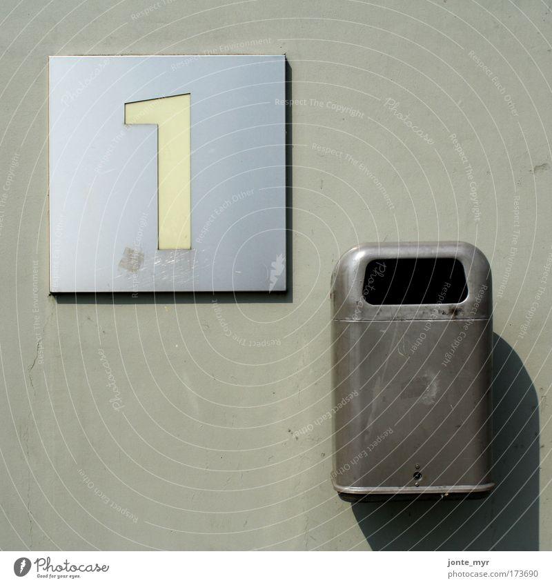 Platz 1: Mülleimer des Jahres alt Stadt weiß Wand Architektur Mauer grau Stein Metall Deutschland Fassade dreckig Schilder & Markierungen Hinweisschild