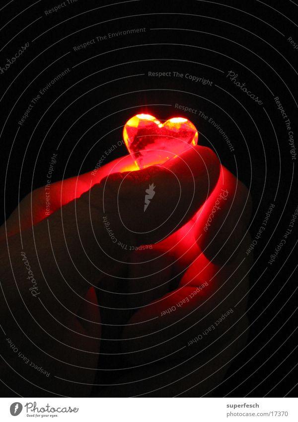 Let Love Rule (1) Physik Finger Hand festhalten Herz Liebe Lampe Wärme
