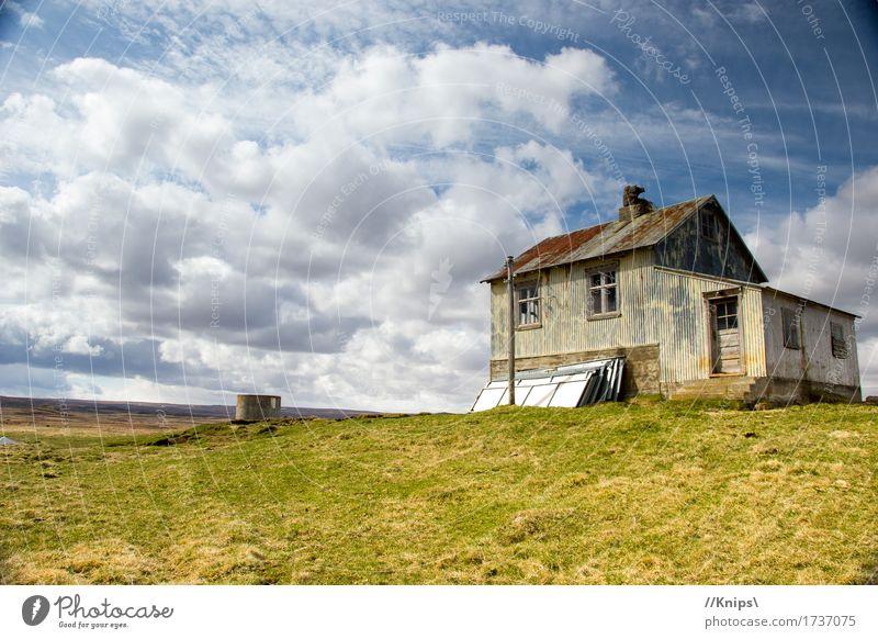 Wo die Zeit stehen bleibt... Natur Landschaft Wolken Schönes Wetter Gras Wiese Menschenleer Hütte Metall Rost Häusliches Leben alt historisch Einsamkeit Idylle