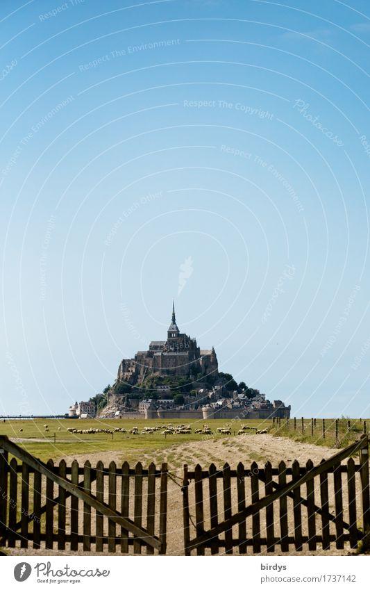 Mont - Saint - Michel bei Ebbe Ferien & Urlaub & Reisen Tourismus Sightseeing Sommer Sommerurlaub Landwirtschaft Forstwirtschaft Wolkenloser Himmel