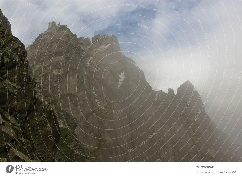 Festung aus Fels Farbfoto Außenaufnahme Natur Landschaft Himmel Wolken Nebel Felsen Berge u. Gebirge Ifinger Alpen Gipfel Märchenlandschaft