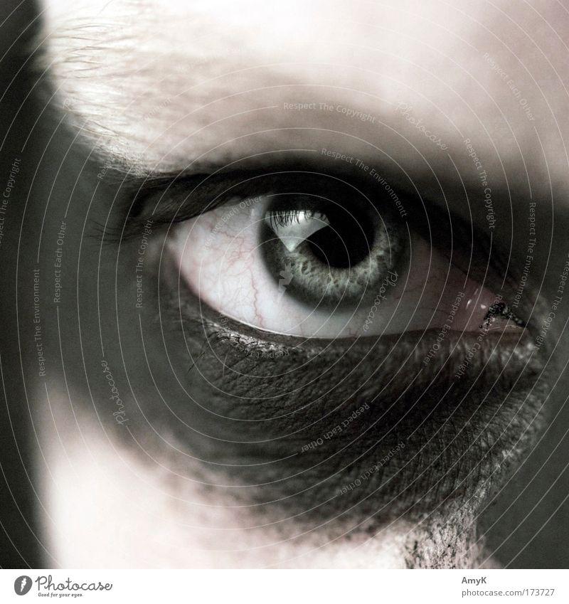 it Mensch Jugendliche schwarz Auge dunkel grau glänzend Erwachsene verrückt ästhetisch Coolness Macht bedrohlich einzigartig Wut gruselig
