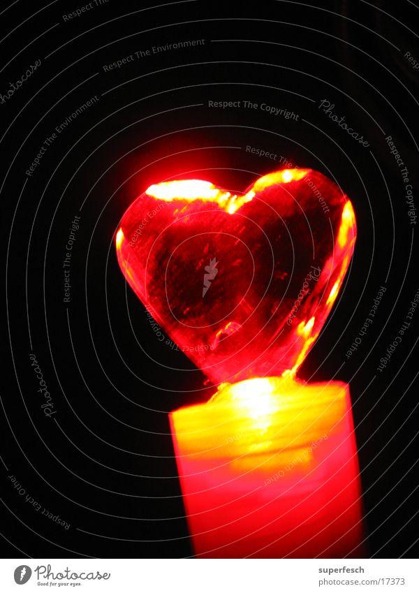 Let Love Rule (4) Lampe Wärme Herz glänzend Liebe rot Physik Farbfoto Detailaufnahme