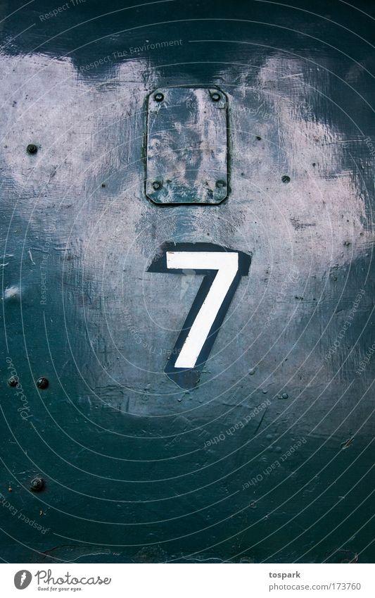 Seven alt weiß grün Farbe kalt Metall Design Verkehr Eisenbahn ästhetisch Technik & Technologie Güterverkehr & Logistik Ziffern & Zahlen außergewöhnlich Zeichen