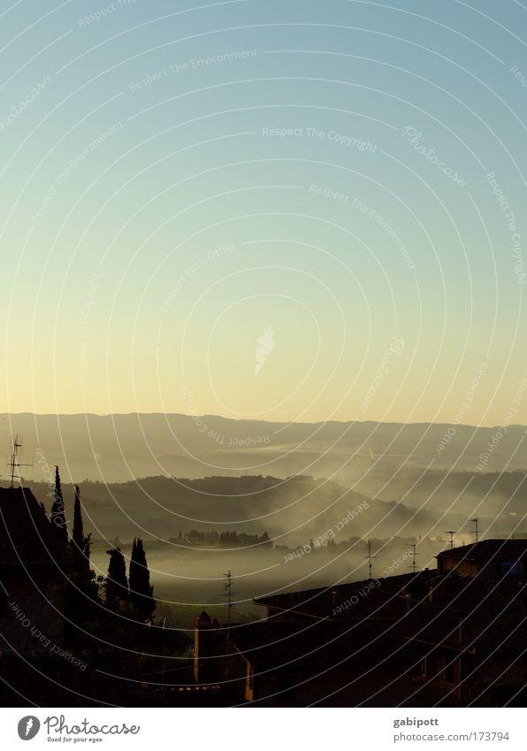 frühnebel schön Ferien & Urlaub & Reisen ruhig Haus Leben Erholung Berge u. Gebirge Freiheit Landschaft Nebel Ausflug Energiewirtschaft Tourismus Dach Italien
