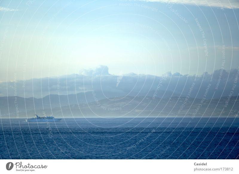 Morgenstimmung über dem Mittelmeer Farbfoto Gedeckte Farben Außenaufnahme Menschenleer Textfreiraum rechts Textfreiraum oben Sonnenlicht Totale