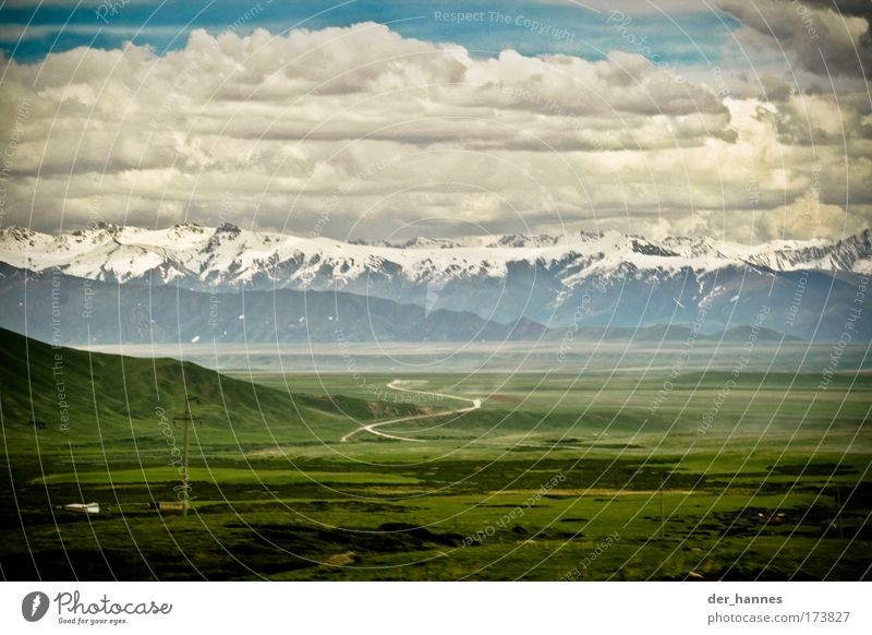 Road to Dschalal-Abad Natur Himmel Wolken Straße Gras Berge u. Gebirge Wege & Pfade Landschaft Feld Wetter Umwelt bedrohlich Asien Sturm Autobahn abstrakt