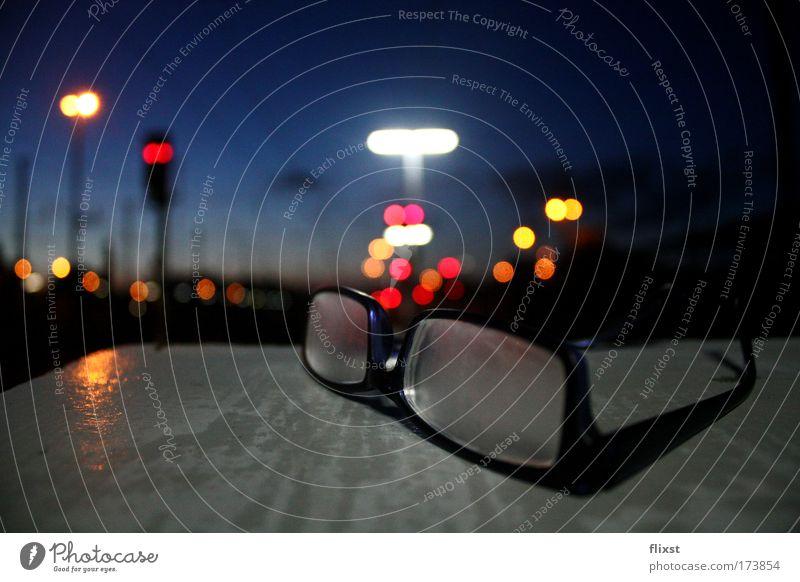 Durchblick blau Glas Hoffnung Brille Neugier Kunststoff Langzeitbelichtung Interesse Gerät