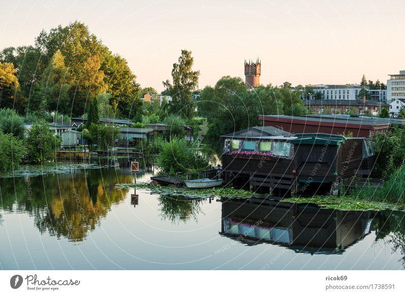 Blick über die Warnow auf den Wasserturm in Rostock Ferien & Urlaub & Reisen Tourismus Garten Wolken Baum Fluss Stadt Gebäude Architektur Sehenswürdigkeit blau