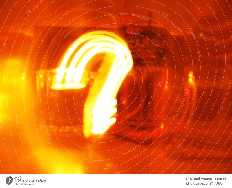 Fragezeichen Langzeitbelichtung Bar Physik Licht Wärme Aperitif