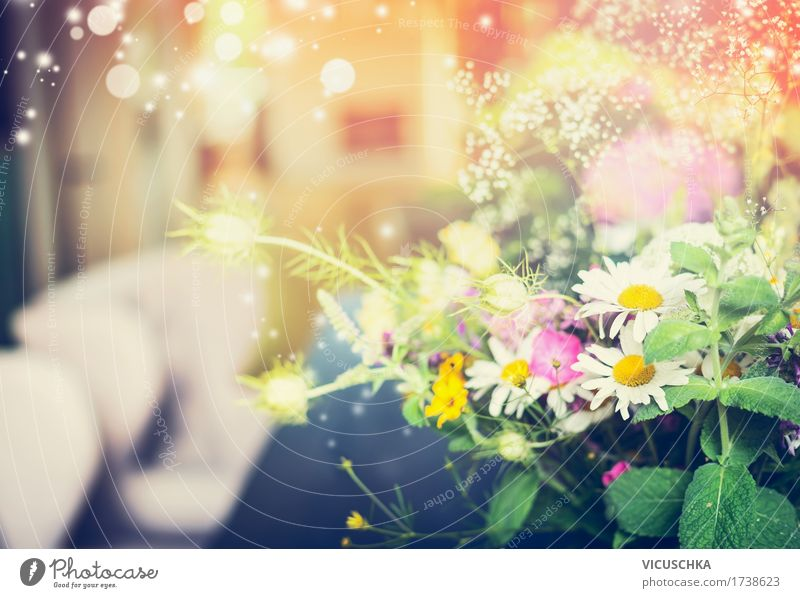 Blumenbündel zu Hause Lifestyle Stil Design Häusliches Leben Innenarchitektur Dekoration & Verzierung Sessel Wohnzimmer Valentinstag Natur Pflanze Blatt Blüte