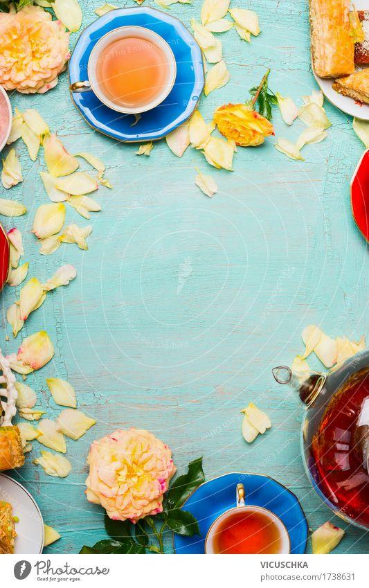 Teetrinken Lebensmittel Kuchen Dessert Getränk Heißgetränk Lifestyle elegant Stil Häusliches Leben Dekoration & Verzierung Tisch Pflanze Blume Blatt Blüte retro