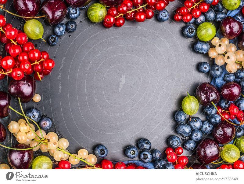 Auswahl von Sommer Beeren auf Tafel Hintergrund Lebensmittel Frucht Ernährung Bioprodukte Vegetarische Ernährung Diät Saft Stil Design Gesundheit