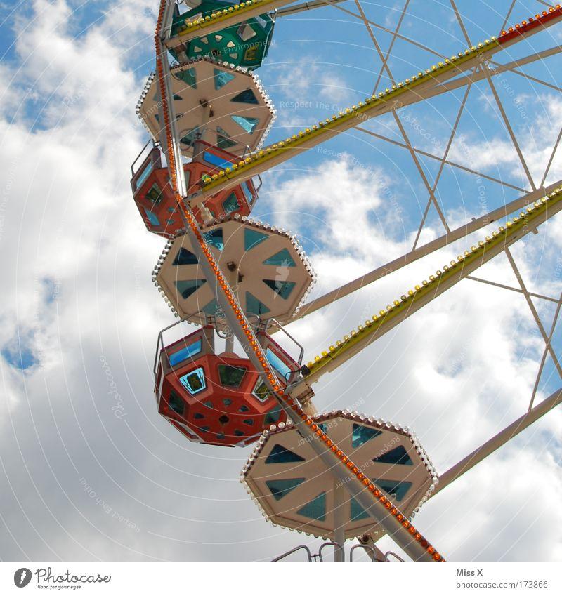 Volksfest Farbfoto Menschenleer Sonnenlicht Froschperspektive Veranstaltung Feste & Feiern Oktoberfest Jahrmarkt Wolken Schönes Wetter entdecken Fröhlichkeit
