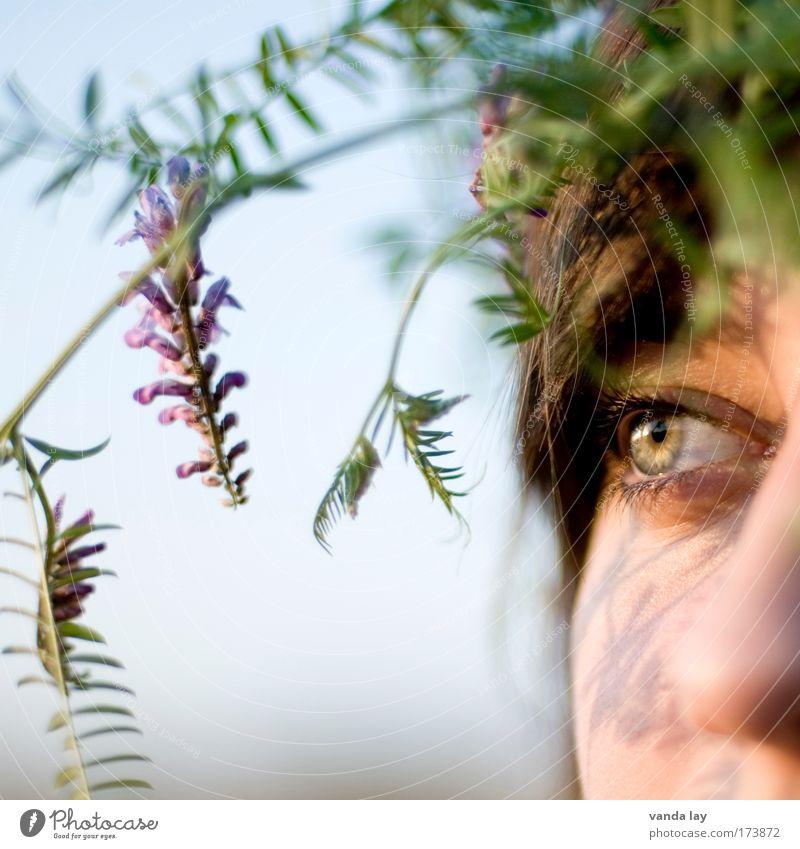 Claudia Farbfoto mehrfarbig Außenaufnahme Hintergrund neutral Starke Tiefenschärfe Wegsehen Mensch Junge Frau Jugendliche Erwachsene Kopf Haare & Frisuren
