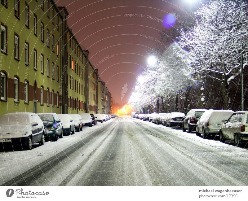 Würzburg im Schnee Stadt Winter Nacht Langzeitbelichtung Haus Verkehr Straße PKW