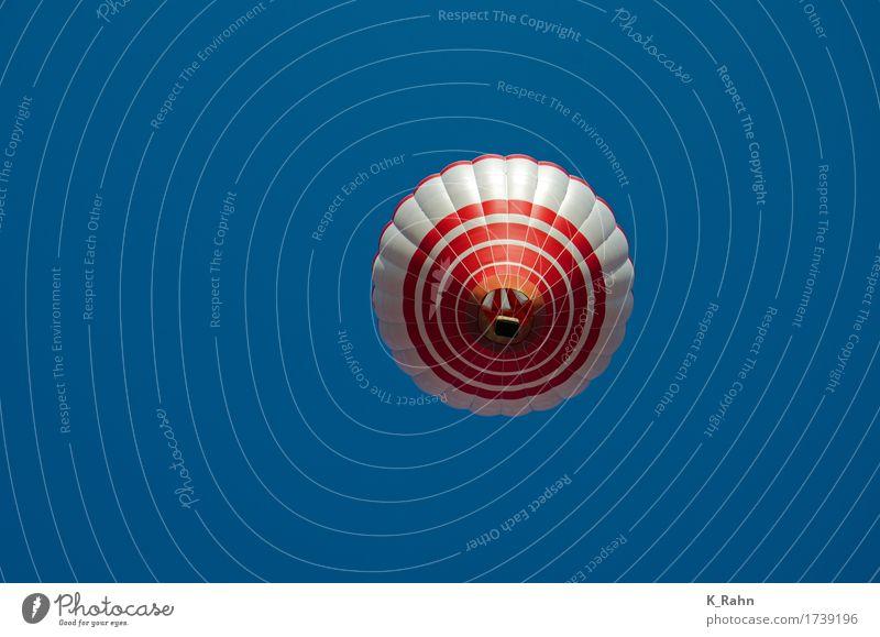 total abgehoben Freizeit & Hobby Luftverkehr Pilot Himmel Wolkenloser Himmel Ballone fahren fliegen heiß hell historisch schön rot Freude Glück Begeisterung