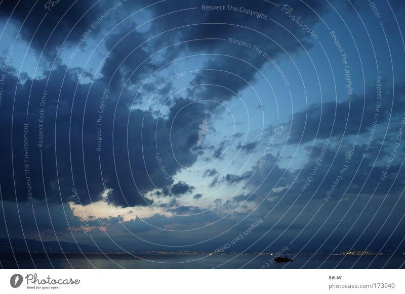 Abend am Meer Wasser Himmel blau Wolken dunkel Traurigkeit Landschaft Stimmung Küste Horizont Nachthimmel Unendlichkeit Sehnsucht Mittelmeer
