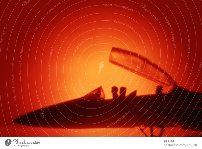 Kampfjet Farbfoto Studioaufnahme Nahaufnahme Detailaufnahme Menschenleer Textfreiraum oben Abend Dämmerung Kunstlicht Licht Schatten Kontrast Silhouette