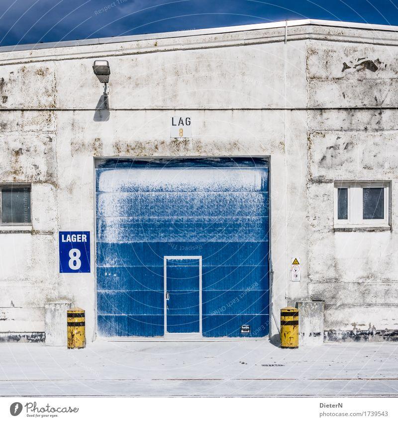 Lager Industrie Bauwerk Gebäude Architektur Lagerhalle Tür Stein Beton blau gelb weiß Tor Lagerhaus Kontrast Getreidesilo Mehl Farbfoto mehrfarbig Außenaufnahme