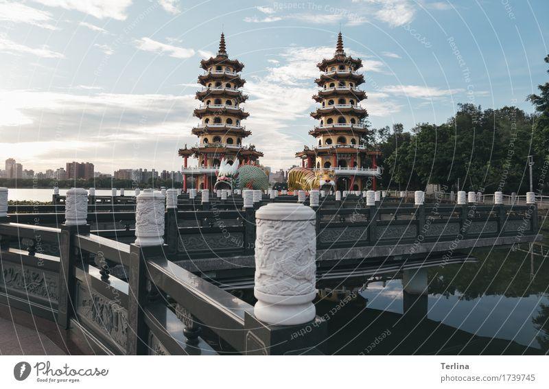 Dragon and Tiger Pagodas Ferien & Urlaub & Reisen Stadt Sommer Erholung Ferne Architektur Kunst Denken Stimmung gehen Tourismus Ausflug ästhetisch stehen laufen