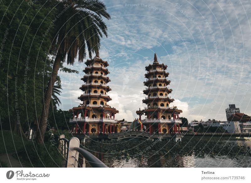 Point of view Schönes Wetter Stadt Architektur Sehenswürdigkeit Dragon and Tiger Pagodas beobachten gehen genießen Blick authentisch außergewöhnlich Bekanntheit
