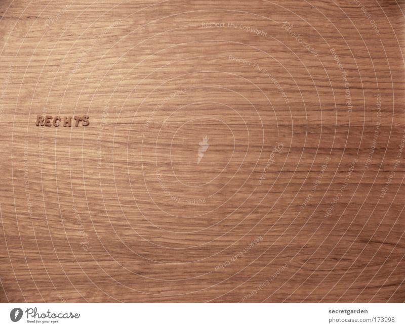 links. oder? Holz braun Zufriedenheit Lebensmittel Ordnung Ernährung Schriftzeichen Tisch Politik & Staat Hinweisschild Möbel Küche Zeichen Bioprodukte
