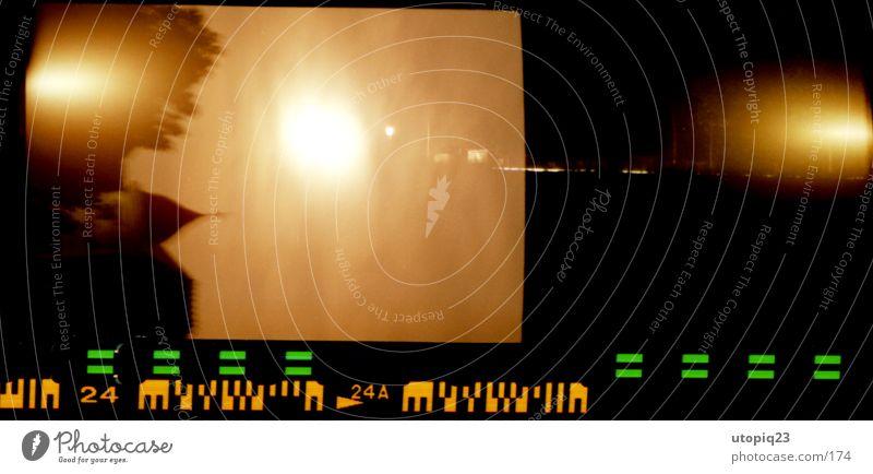 Fehler Himmel Baum schwarz gelb Architektur Gebäude orange gold Dach gruselig Mond Nachthimmel Filter Fototechnik negativ