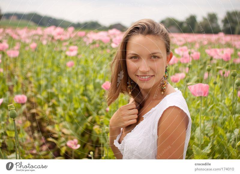 Mohnblume II Mensch Jugendliche schön Pflanze Erwachsene feminin Umwelt Haare & Frisuren Glück Blüte Stil Mode Feld elegant Haut