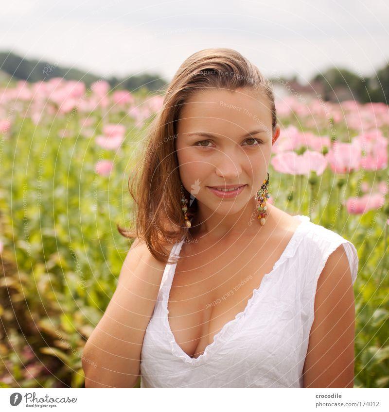 Mohnblume III Mensch Natur Jugendliche schön Gesicht Erwachsene feminin Umwelt Landschaft Haare & Frisuren Blüte Stil Mode Feld elegant Haut