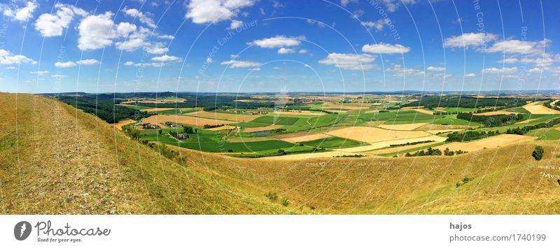 Panorama-Blick vom Ipf, Keltische Hochburg Ferne Sommer Berge u. Gebirge Natur Wolken Wiese Feld blau weiß Idylle Panorama (Bildformat) Kelten Hallstein Kegel