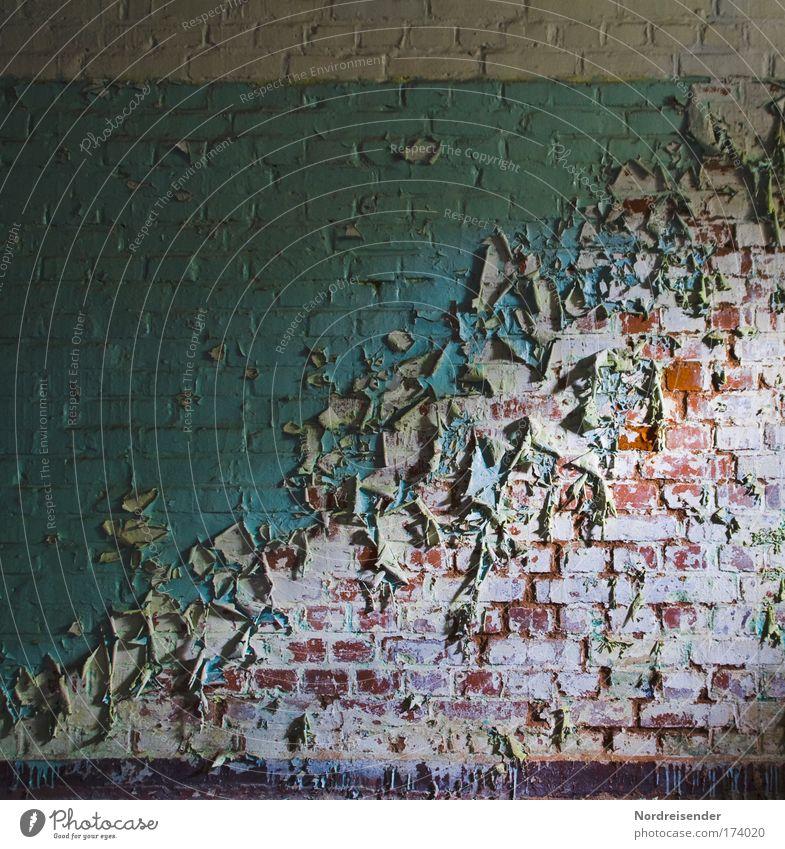 Öl auf Stein 2 alt Haus Farbe dunkel Wand Architektur Gebäude Mauer Traurigkeit Innenarchitektur Armut kaputt Lifestyle trist Wandel & Veränderung Häusliches Leben