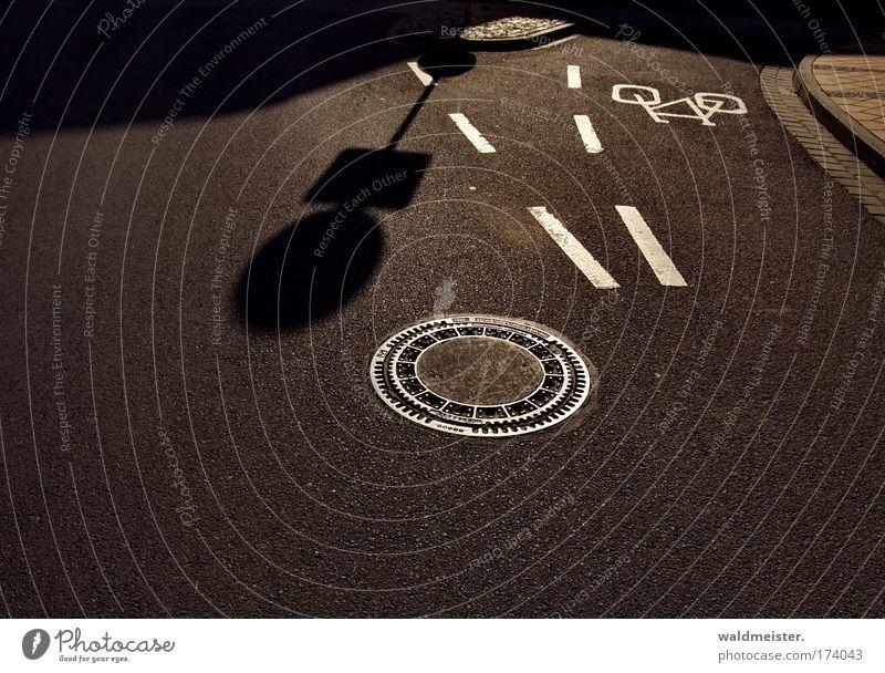 Straße und Radweg Ferien & Urlaub & Reisen Verkehr Verkehrswege Straßenverkehr Verkehrsschild Verkehrszeichen Abwasser
