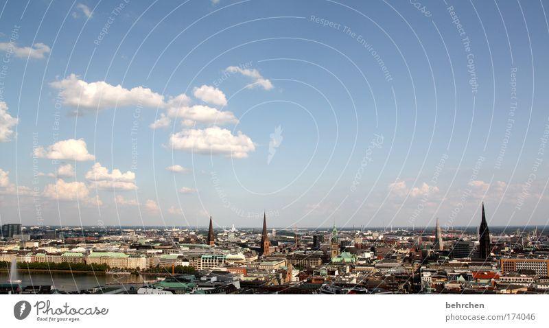 für hamburgfans Himmel Stadt Wolken Ferne Gebäude groß Hochhaus Hamburg Kirche Dach Schönes Wetter Aussicht Stadtzentrum Sehenswürdigkeit Panorama (Bildformat) Stolz