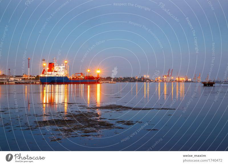 Tanker im Hafen. Hafen in der Nacht Ferien & Urlaub & Reisen Meer Industrie Güterverkehr & Logistik Business Verkehr Wasserfahrzeug Bullauge Container