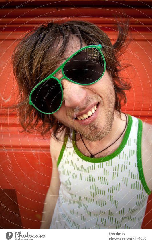 free free free Farbfoto mehrfarbig Außenaufnahme Tag Sonnenlicht Weitwinkel Porträt Blick in die Kamera Lifestyle Stil Mensch maskulin Junger Mann Jugendliche