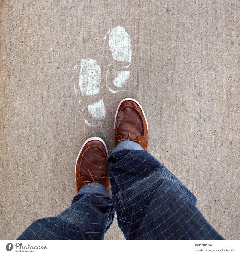 footprints Mensch Jugendliche blau weiß Straße Wege & Pfade Stein Beine Fuß Spuren Schuhe gehen laufen wandern Beton maskulin