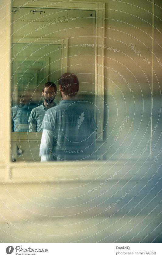 zwischen raum und zeit Farbfoto Innenaufnahme Experiment Licht Reflexion & Spiegelung Oberkörper Vorderansicht Rückansicht Blick in die Kamera maskulin Gesicht